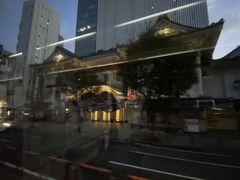2020年12月4日(金)  おはようございます。  自宅の近くにバス停から東京・銀座へ行く5:07発の高速バスに乗って東京駅に向かいます。 うとうとして目が覚めたら歌舞伎座(´-`).。oO