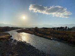 逆光になりましたが、笛吹川から西側を望みます。