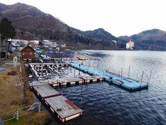 榛名神社見学を終えて、今夜の宿として予約しておいた伊香保温泉に向かいます。途中、榛名湖に寄ってみました。 シーズンオフの榛名湖は静まり返っていました。観光客の姿も無く、静かな湖面が広がっていました。