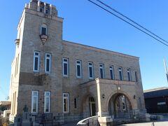常陸太田市郷土資料館です。 もともとは、明治時代、成功して大富豪となった梅津福次郎の寄付で建てられた梅津会館という建物です。 かつては市役所として使われていました。