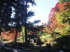 常陸太田の中心から少し歩いたところに西山荘があります。 ここは「水戸黄門」で有名な水戸家3代当主・徳川光圀が隠居場所としたところです。 ここで彼は、「助さん」「格さん」などの家臣とともに、日本の歴史の史料を集めた「大日本史」の編集を始めました。