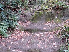 化粧坂(けわいざか)を登り源氏山公園へ。距離は短いが結構勾配があり、スリップ注意。