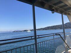 宮島口まで2時間半でした。 12時到着!  宮島行きフェリーは松大汽船とJRがあり、電子クーポン使えるのはJRのみ。 何故かJRの方が比較的空いてる…  ということでJR船で宮島へ出発!