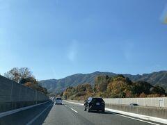 出雲からのつづきです。  宍道湖パーキングから広島の宮島に向かいます。 高速道路は所々紅葉🍁 快適なドライブ