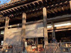 豊国神社  千畳閣(せんじょうかく)の中にあります。 秀吉はこの千畳閣完成前に亡くなったそうです。