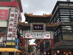 では中華街に まずは善隣門から(次の地図の右上緑の門)