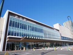 出発は諫早駅。 新幹線開業に向けて、イマドキの駅にリニューアル。