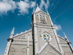 ここには海に面した教会があって地元の信仰を支えている。 ベトナムでみた教会のように地元の文化とキリスト教が融合した感じがあって、昔はこんな堂々と教会を建てることは叶わなかったと思うが、独自の世界を築いてきたのだなって思える建物だった。