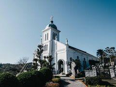 崎津教会とともに世界遺産に登録されている大江教会。この天草の教会群が世界文化遺産に登録されたのは、キリスト教徒が禁止だった時代。密告をすると多額の報奨金が出るにも関わらず、誰も隣人を密告することはなく、そして見つかっても地元の役人が「ちょっと変わった風習で祈っているだけだ」と見逃したという話しが残っていて、それが世界遺産登録の要因となっているみたい。