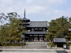 南大門に比べて中門の方が立派です これは飛鳥時代の特徴で、奈良時代になると南大門の方が立派になっていきます