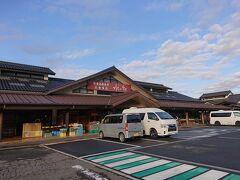 8:24「水の駅奥琵琶湖」で。 ここは何度も停まったことがありますが…さすがに朝も早くて静かです。