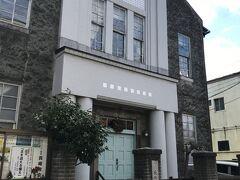 長崎教会(長崎市指定景観重要構造物) 改革派(プロテスタント)教会の特徴である装飾を抑えた簡素でモダンなデザインで、大正14年の建設当初の姿を残す歴史的な建造物。  オランダ坂を下りた銭湯赤レンガ通りにあります。