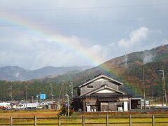 木之本IC過ぎた頃から怪しい雲が出てきたら雨。 しかし、虹が。