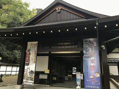 江戸時代、藩窯として栄えた湖東焼。制作の期間が短く現存作品が少ないため「幻のやきもの」と呼ばれている。