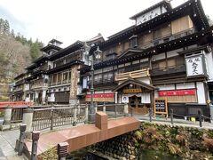 銀山温泉を代表する旅館の『能登屋』と『永澤平八』