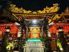 この日最後に訪れたのは天上聖母を主祭神とする台北天后宮。その前身は新興宮といい、1746年に艋舺に建設された。新興宮は道路拡張を理由で取り壊され、媽祖神像は龍山寺に預けられていた。戦後、西門町にあった日本の真言宗の寺である弘法寺に日本人がいなくなり、ここに媽祖をお移しし、廟名を台北天后宮と改め、現在に至っている。