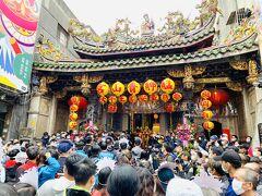 暗訪2日目は土曜日で、多くの人で青山宮は混み合っていた。
