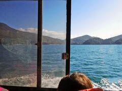 クルーズは小豆島沖へ停泊。  10時50分発の通船へ乗る予定でしたが、到着と準備が早かったようで、予定より少し早い出発となりました。