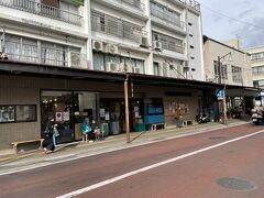 お昼ご飯は中島水産市場で、海鮮丼を買おうと思ったのですが、Fuua内は食べ物持ち込み禁止とのことで、マグロの手巻きをちょっとだけ買いました。おいしかった!