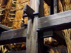 伝統構法で組まれた柱の梁。 日本の技術はすごい。