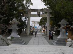 山越えの道を通って、次の目的地の宗像大社辺津宮へ。 神宝館を最後にゆっくり見たかったので、その近くの駐車場に駐車してまずはお参り。