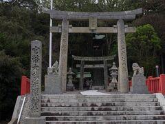 宗像大社の中津宮に参拝。港のすぐ近くにあります。 これまた振興の篤さを感じる趣のある神社です。