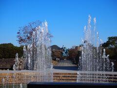 <平和公園> 噴水の向こうに平和記念像が見えます。