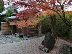 こちらも東福寺の頭塔のひとつ、光明院。 拝観料300円、昭和の名園です。