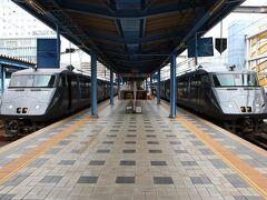 10:19分 宮崎駅に到着です。乗ってきたのは右側の列車。 このあたりではおなじみの顔のようです。