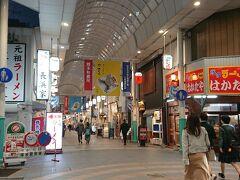 川端通商店街を抜けると・・・・・、東京の歌舞伎町、札幌のススキノ的なエリアに。 如何わしさ満載な感じ。