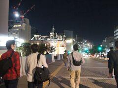 西中島橋を渡って、天神エリアへ。 奥に見える建物は「福岡市赤煉瓦文化館」。
