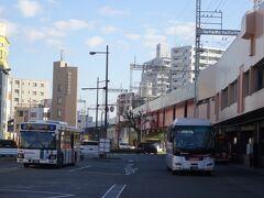 久留米からは、おなじみ空港バスで福岡空港へ。今回、僕ら以外の乗客が16人もいて、コロナ禍以降の最高記録でした。GoTo効果でしょうか。  もっともこの感染拡大傾向とあっては、来週以降、また数人という状況に逆戻りしそうです。