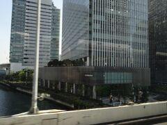 新横浜で乗客を乗せても10人足らず、どこも空港アクセスは苦境の中にあります。  首都高に乗って、快調に横浜の都心へ。これが上司のおすすめしてた、原鉄道模型博物館かぁ…コロナ禍で、長期休館中とのことです。