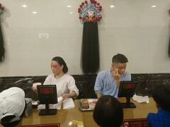 食後は台湾伝統芸能 タイペイ・アイ(台北戲棚)へ。