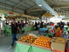 私はオシャレなお店より、こういう市場の方が好きだったりします(*^^*) 土日のみ開かれる希望廣場(希望広場)農夫市集。 沢山の農産物が売られていました。
