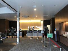 今回宿泊する、天成園小田原駅別館のフロントです。こちらも本日オープン。