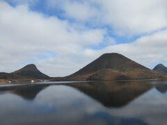 上毛三山の一つ榛名山 なだらかで優しい姿を湖面に映しています