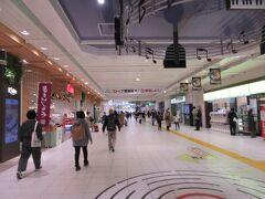 日広い駅構内  さすが 長野の松本、上田方面からの鉄路にもつながる大きな駅