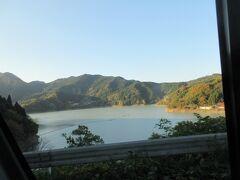 ・下久保ダムで堰き止められた神流湖