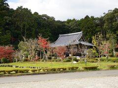 続いては、京田辺市にある大御堂観音寺へ こちらも歴史は古く、天武天皇 の勅願により創建されています。さらに、その後、聖武天皇の勅願により良弁が伽藍を整え「普賢教法寺」と号し、十一面観音立像を安置。法相・三論・華厳の三宗を兼ねた大寺で、「筒城の大寺」と呼ばれていたそうです。