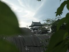 17:15 帰りに弘前城の公園を通りました。丁度閉園時間で中には入れませんでした。その後、ホテルに戻りました。