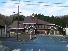 秋田自動車道湯田ICに向かいます。温泉の併設された駅として有名なほっとゆだ駅の前を通るので、お写真パチリ。