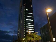 凄く高いビルです・・ 夜景に期待!(^^)!