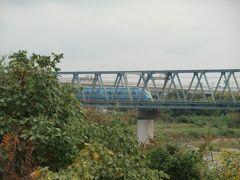 小田急自慢のロマンスカーが程なく現れた。地下鉄東京メトロ千代田線に乗り入れ北千住駅まで直通しているブルーのMSEだ。早いもので2008年に乗り入れ開始したので12年も経っている。