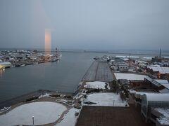 2日目です。  朝起きて、窓を開けると一面の銀世界。少しですが雪が積もっています。雪を見て朝からテンションが上がります。