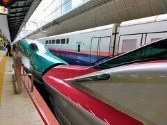 東北新幹線なんて10年ぶりくらいです。東海道新幹線と違ってあんまり人がいません。 しかし若者4人組が席を回転して話し始めたのを見てどんよりした気持ちに。 車掌さんが回ってきとたときに「他のお客様から苦情が来たら云々」言っていたのでこのチャンスを逃すまいと「私、気になるからやめてほしいです。」と言って席を直してもらいました。会話も控えめになりよかったー。