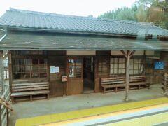 千綿駅に到着。 降りたい・・・町の中を歩きたい・・・ この列車の乗りたいと思ったのは shinkさんの旅行記を見たから https://4travel.jp/travelogue/11658571