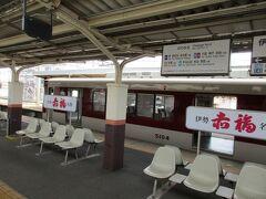 伊勢中川で、隣のホームで待っていた松阪からの急行名古屋行きに乗り換えます。 車両は今度も5200系。