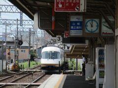 急行名古屋行きは三重県の県都・津市に入り、江戸橋駅で21000系「アーバンライナーplus」の特急名古屋行きの通過待ちをしました。