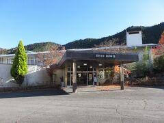 本日のお宿はここ。 高速乗って皆野寄居有料道路(430円)まで使用。(ノД`)オモイノホカ、トオイ  「国民宿舎 両神荘」